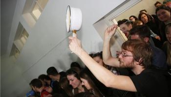 Tisuće studenata okupilo se na zabavi unatoč zabrani okupljanja