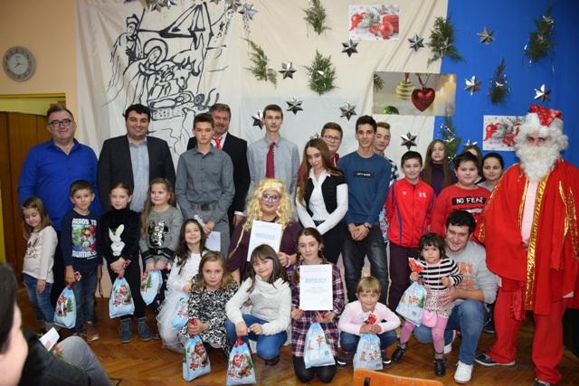 Učenici Područne škole Osijek Vojakovački održali božićnu priredbu