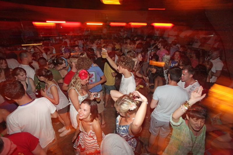 POVRATAK NA STARO Gotovo 5000 ljudi moglo pjevati i plesati bez maski i fizičke distance na glazbenom festivalu