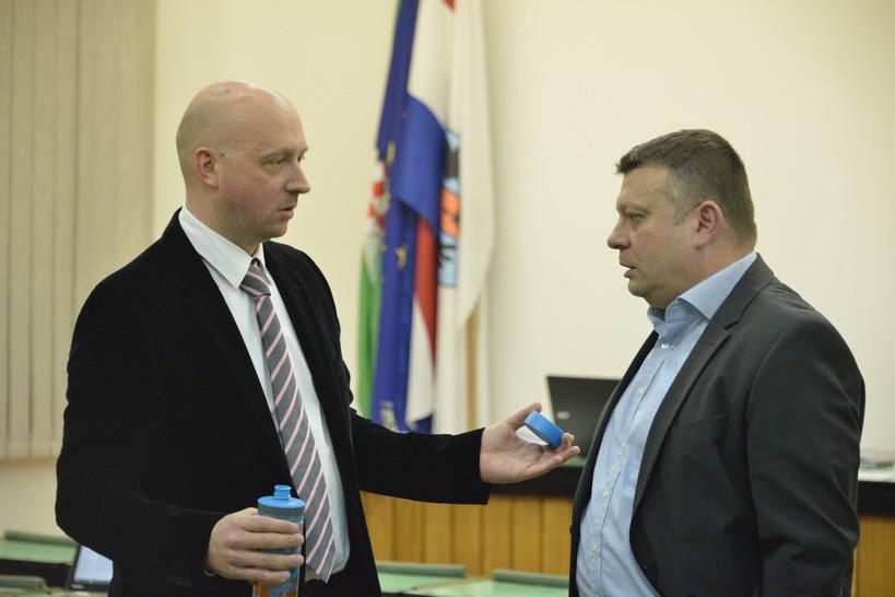 Vijećnik Sudinec: U Vrbovcu se zajedno s plastikom i papirom prikupljaju govna // Predsjednik Vijeća Herček: Molim da koristite riječ izmet