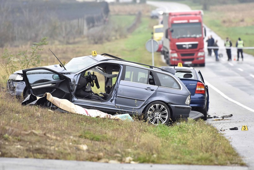 [VIDEO] U teškoj prometnoj nesreći poginuli muškarac i žena iz BMW-a