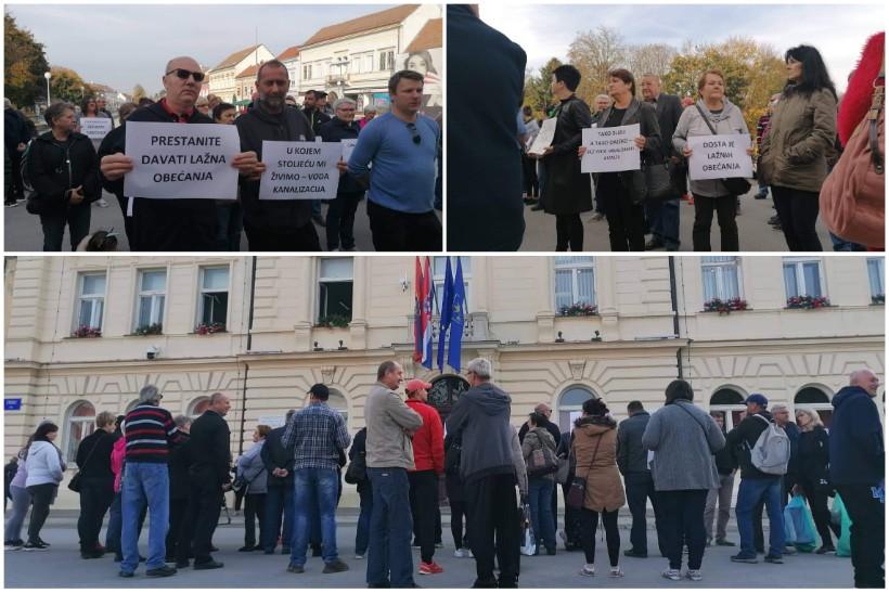[FOTO/VIDEO] PROSVJED Mještani Draganovca okupili se ispred koprivničke Gradske uprave