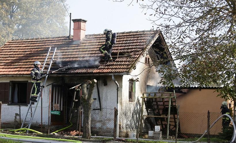 Jak vjetar i trenje strujnog kabla zapalili krovište kuće 70-godišnjaka
