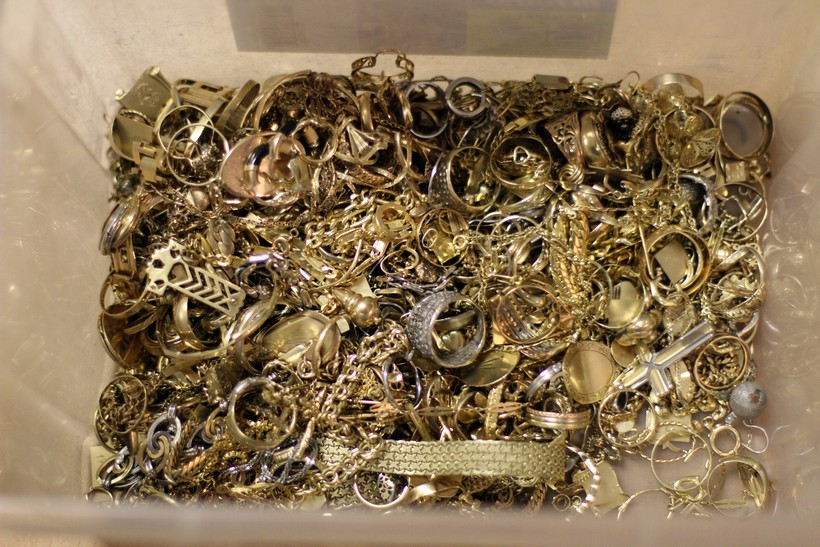 Mjesecima krao zlatni nakit iz kuće