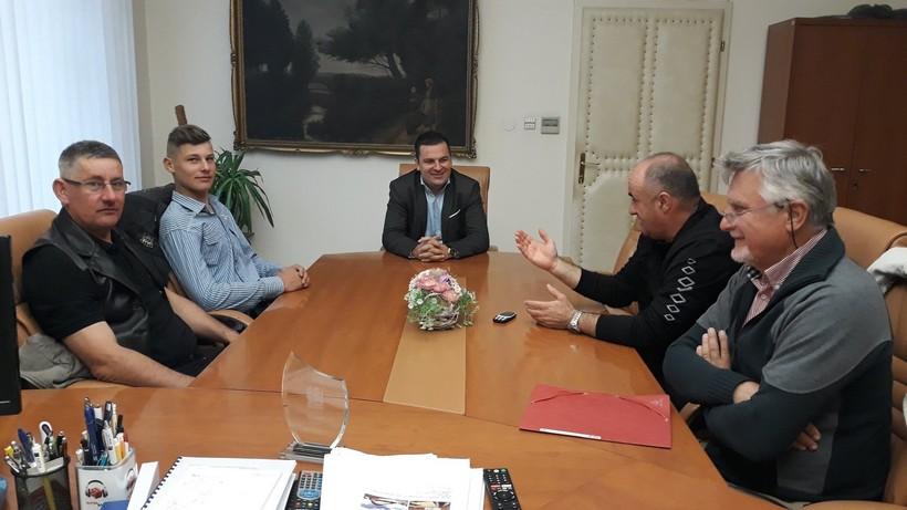 Gradonačelnik Hrebak ugostio zlatnog juniorskog jahača Antonija Dijaneka