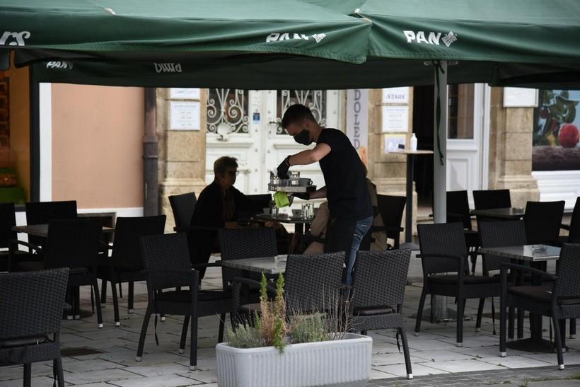 terase kafić kava koprivnica konobar ugostiteljstvo (3)