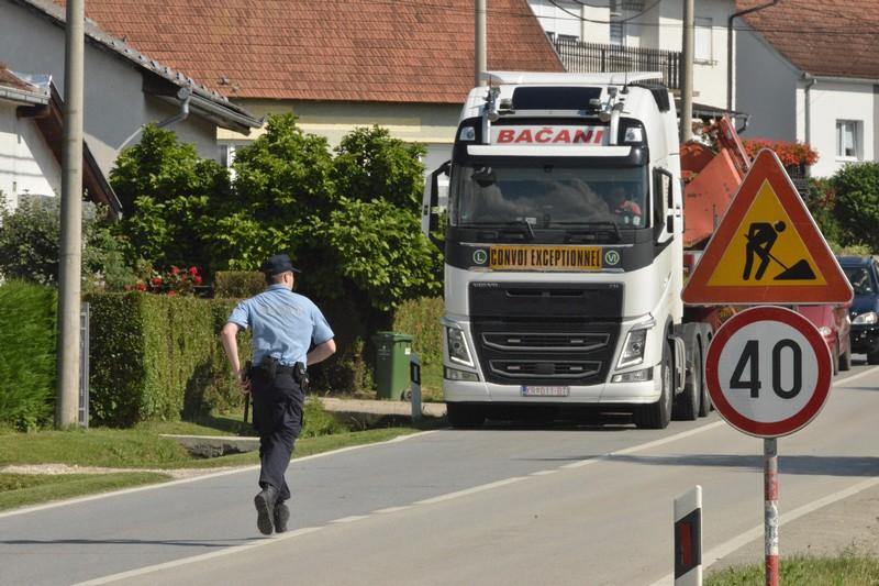 """🎦 Evo kako to rade """"pravi"""" vozači kamiona"""