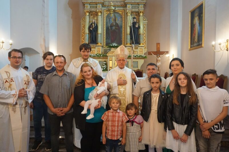 Biskup Škvorčević krstio peto dijete obitelji Đuričić