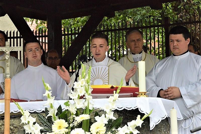 🖼️|🎦 Mlada misa velečasnog Ivana Koretića u Kalniku