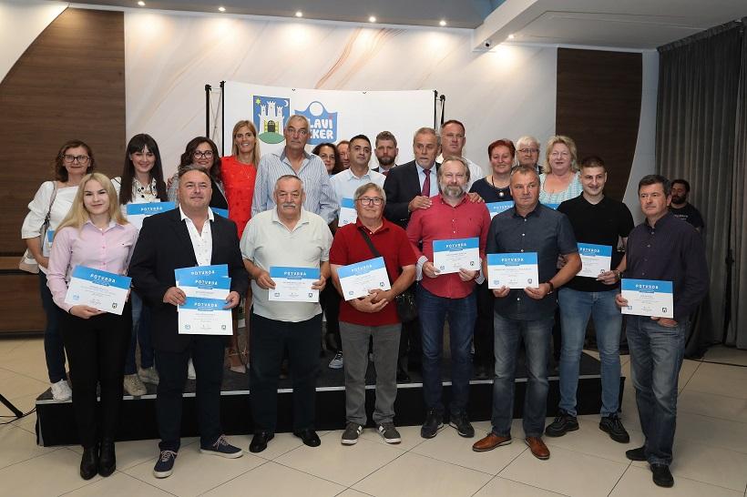 "Milan Bandić uručio ugovore o licenci oznake ""Plavi ceker"""