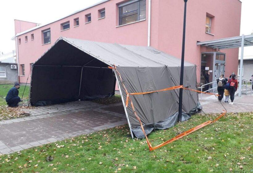 Novitet ispred križevačkog Doma zdravlja; postavljen šator za trijažu pacijenata