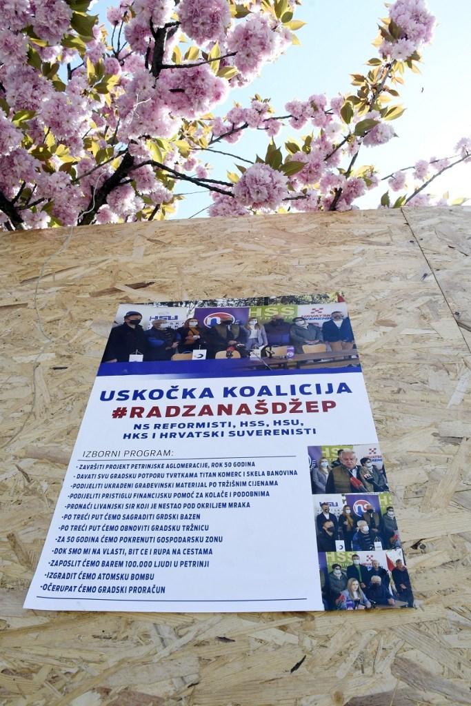 U Petrinji osvanuli plakati protiv aktualnog gradonačelnika Dumbovića
