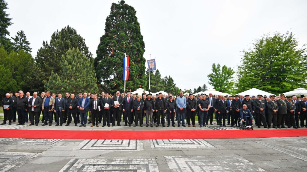 Odlikovanja zaslužnima na prijemu predsjednika Milanovića u prigodi Dana OS RH