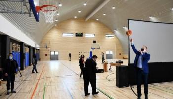 🎦 Koprivnički gradonačelnik na otvorenju dvorane zaigrao košarku