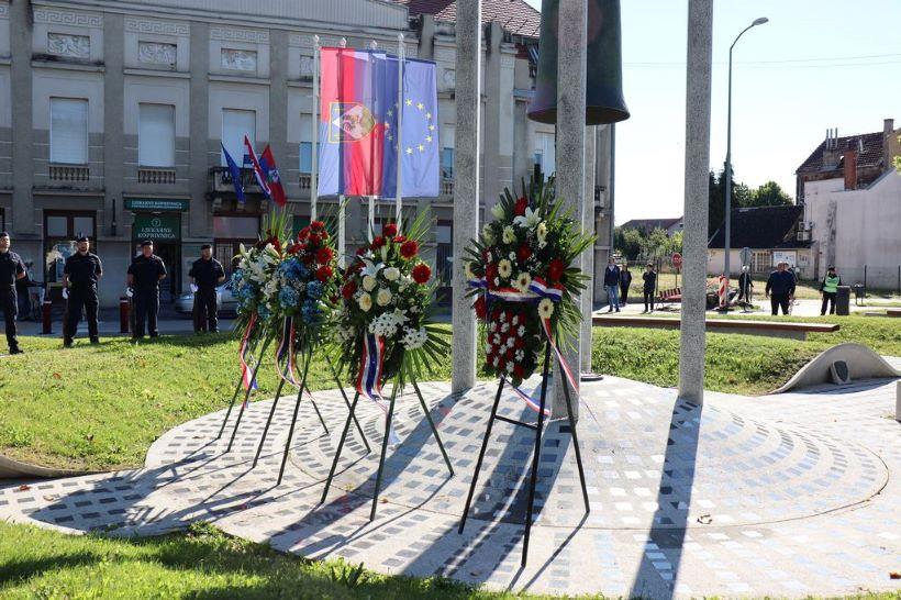 U Koprivnici položeni vijenci i zapaljene svijeće u povodu Dana državnosti