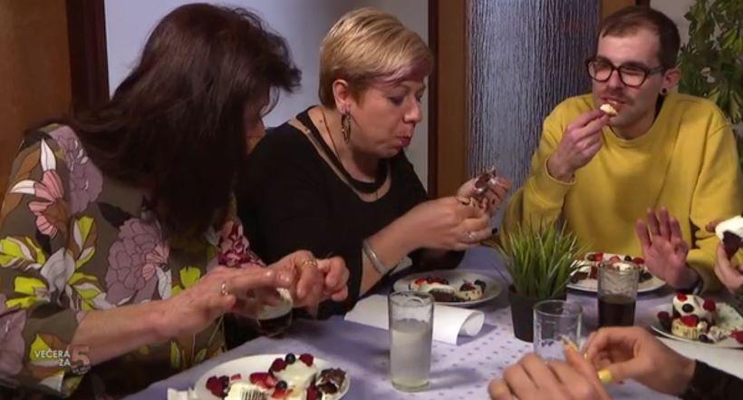 Vidmarijo poslužio desert bez bešteka jer ne voli prati suđe: 'Zaprljala sam prste i pojela papir od muffina'