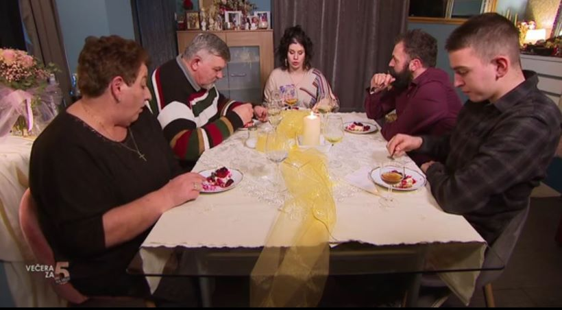 Večera kod Sanele protekla u dobroj atmosferi i nezaobilaznim komentarima: 'Nije znala servirati jela da to bude jedna homogena priča'