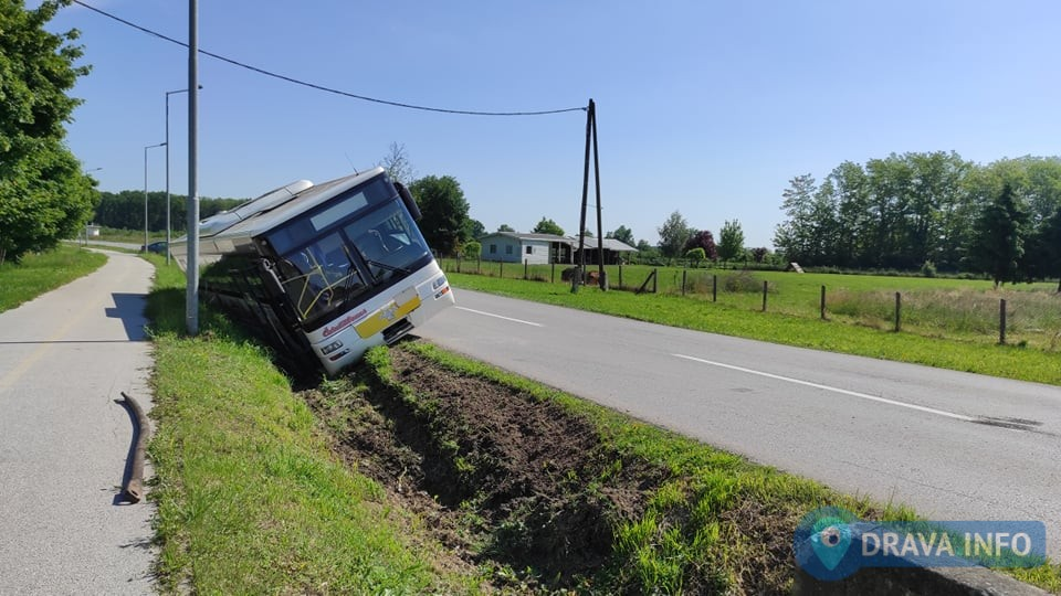 Autobus sletio u grabu, srećom nije bilo putnika