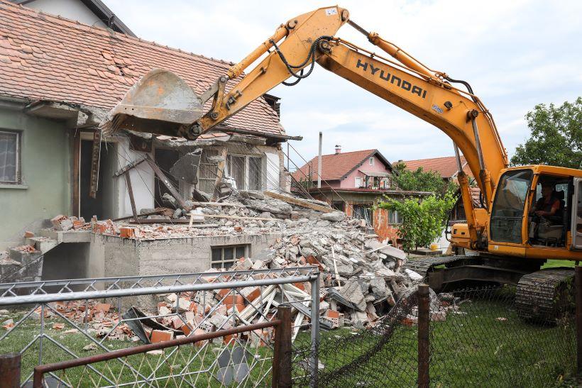 U Zagrebu počela prva rušenja kuća s crvenom naljepnicom