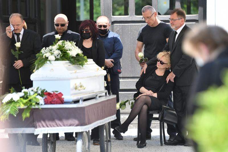 Pokopan Nino Čengić (35), profesor kojega su na smrt pretukla četvorica mladića