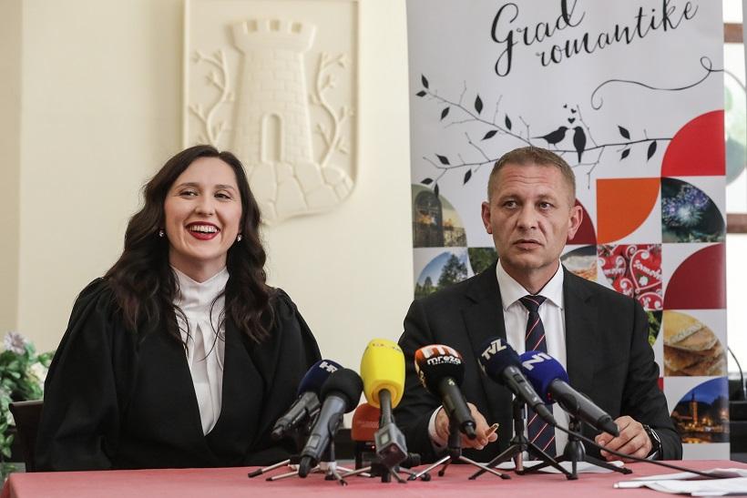 Krešo Beljak predao vlast novoj gradonačelnici Petri Škrobot