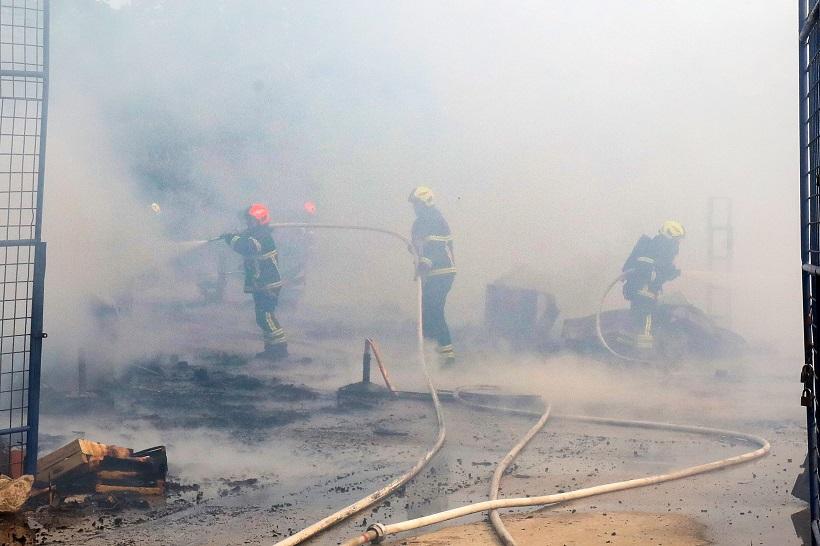 Požar u napuštenom skladištu paleta, nitko nije stradao