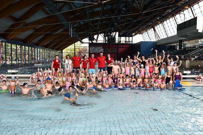Djeca iz Jastrebarskog u školi plivanja na bazenima Utrine
