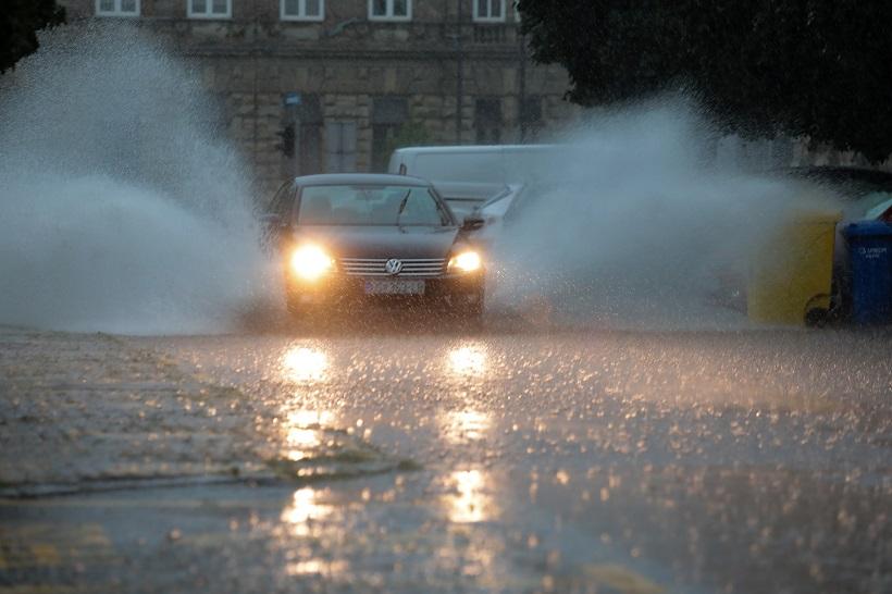 Osijek: Tijekom nevremena palo 90 litara kiše po četvornome metru