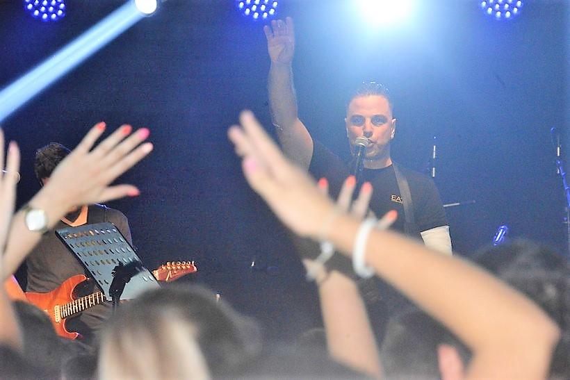 [FOTO/VIDEO] Ivan Zak oduševio brojne fanove u Farkaševcu