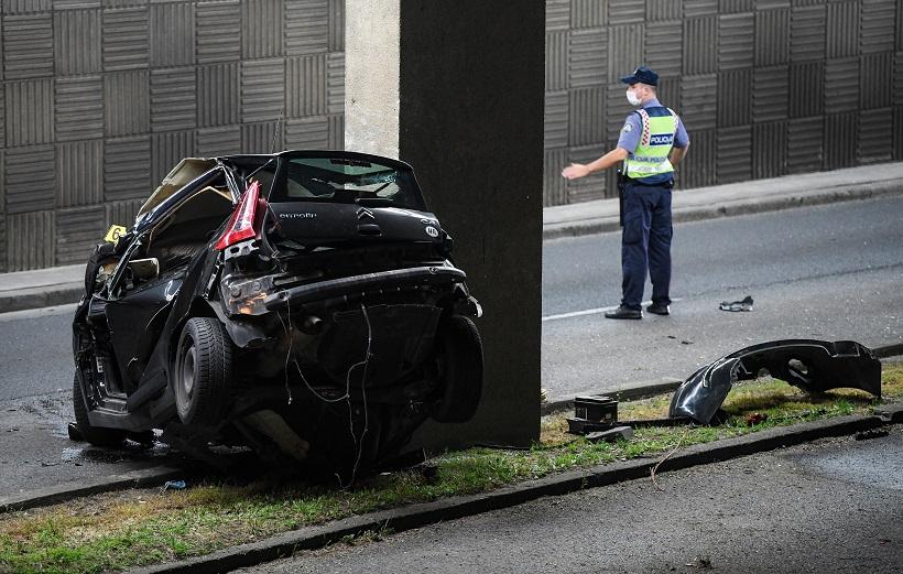 STRAŠNA TRAGEDIJA Automobil sletio s ceste i zabio se u stup, jedna osoba poginula