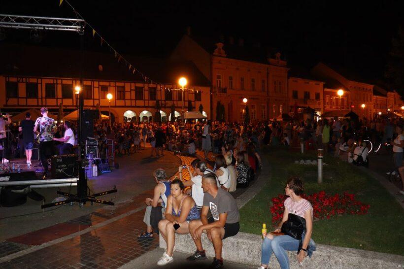 Mnogobrojna publika uživala u programu Ljeta na Zrinskom u Koprivnici