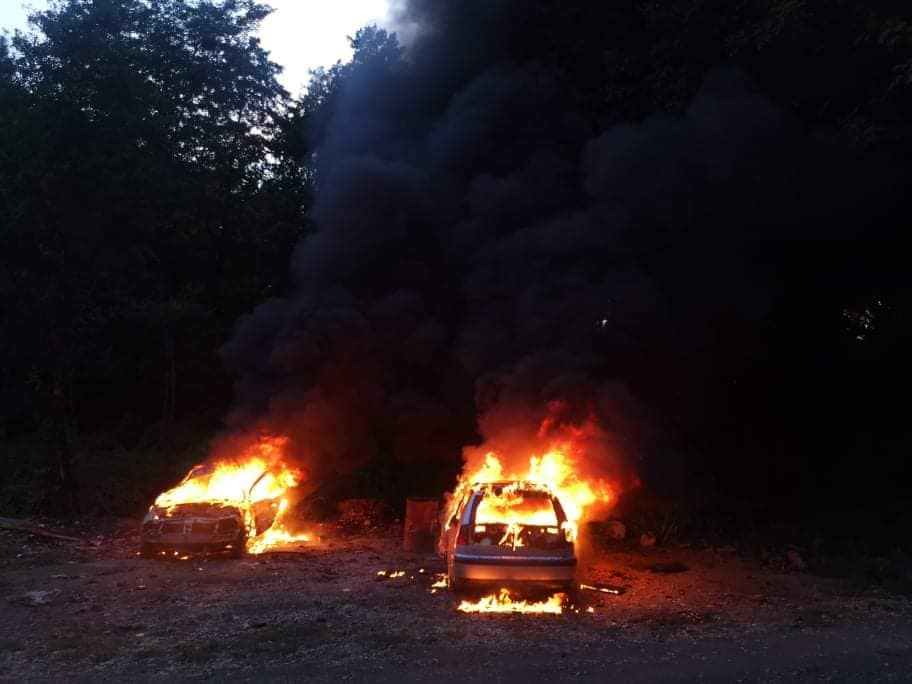 🎦 NEVJEROJATNO Zbog žohara izgorjela dva automobila