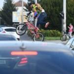 Mladić na BMX-u zabavljao vozače