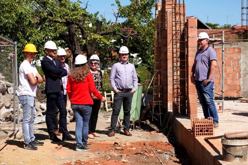 Gradonačelnik Janči i predsjednik Gradskog vijeća Lacković obišli radove na izgradnji Kući podrške