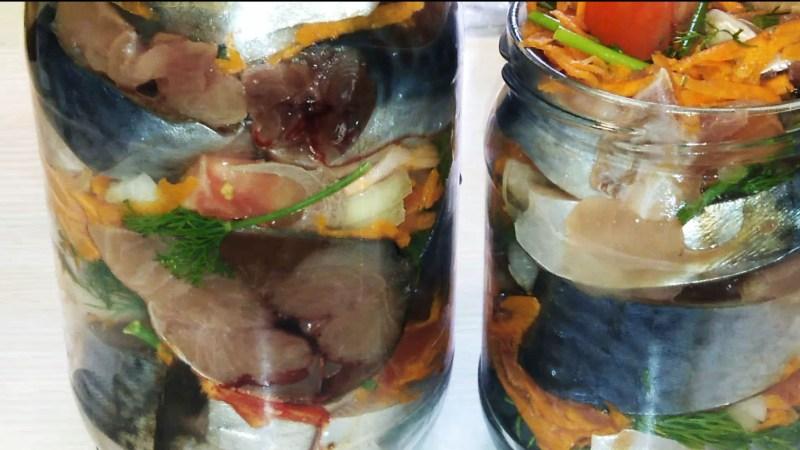 Маринованная скумбрия с овощами