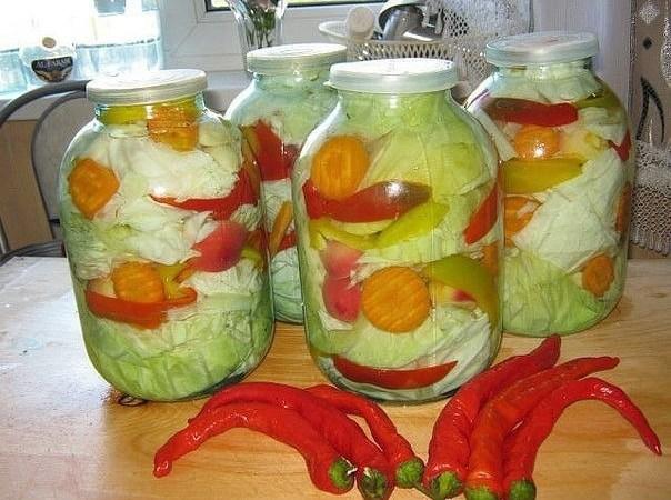 Острая маринованная капуста с овощами
