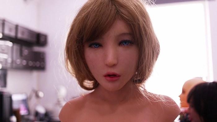 Суррогат: японские мужчины спят с куклами ВИДЕО