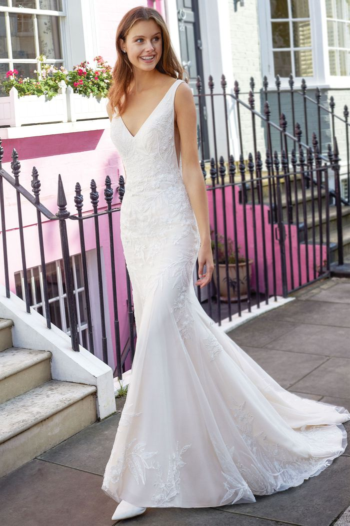 justin alexander adore designer wedding dress bridal gown prima donna bridal norwich Donna Salado