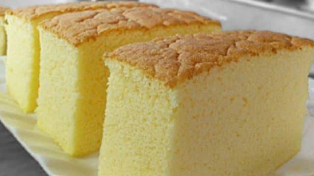 Jednoduchý piškotový dort, na který vám postačí základní ingredience