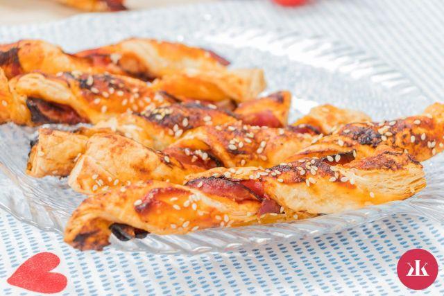 Recept na pikantní slaninové tyčinky z listového těsta