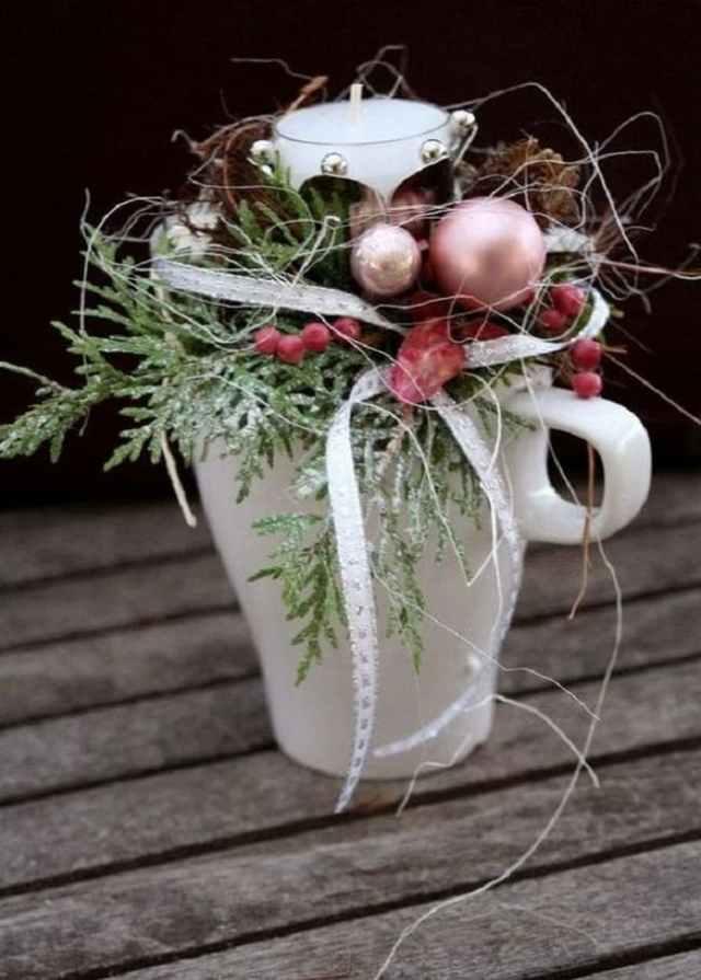hrneček a vánoční ozdoby