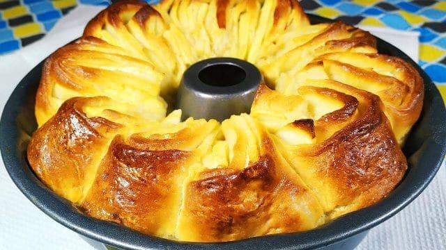 Recept na jablečný koláč z bábovkové formy