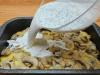 rychlý oběd – zapečené kuřecí maso s houbami, bramborami a sýrem