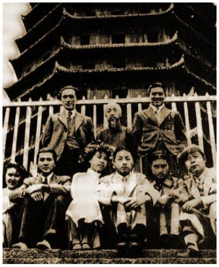 """1936 wedding photograph of Jiang Qing (""""Lan Ping"""") at the Six Harmonies Pagoda in Hangzhou"""