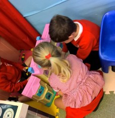 Learning to interact with peers in the home corner