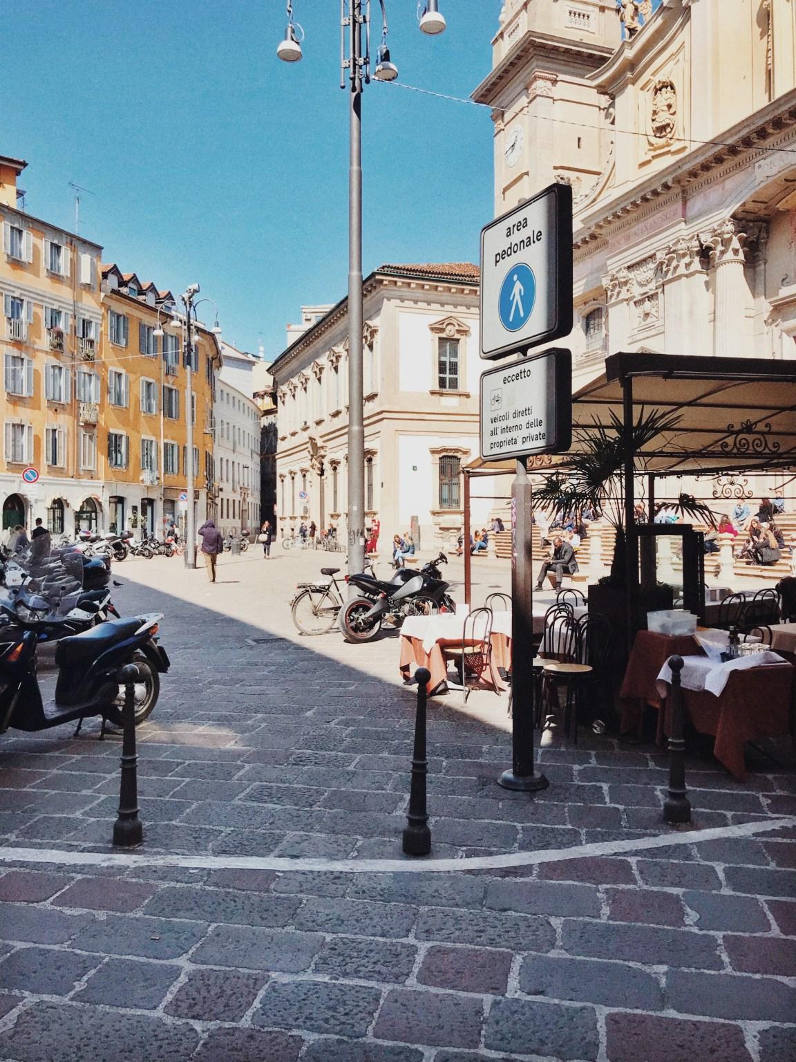 Mysigaste torget i Milano, Piazza Sant\'Alessandro