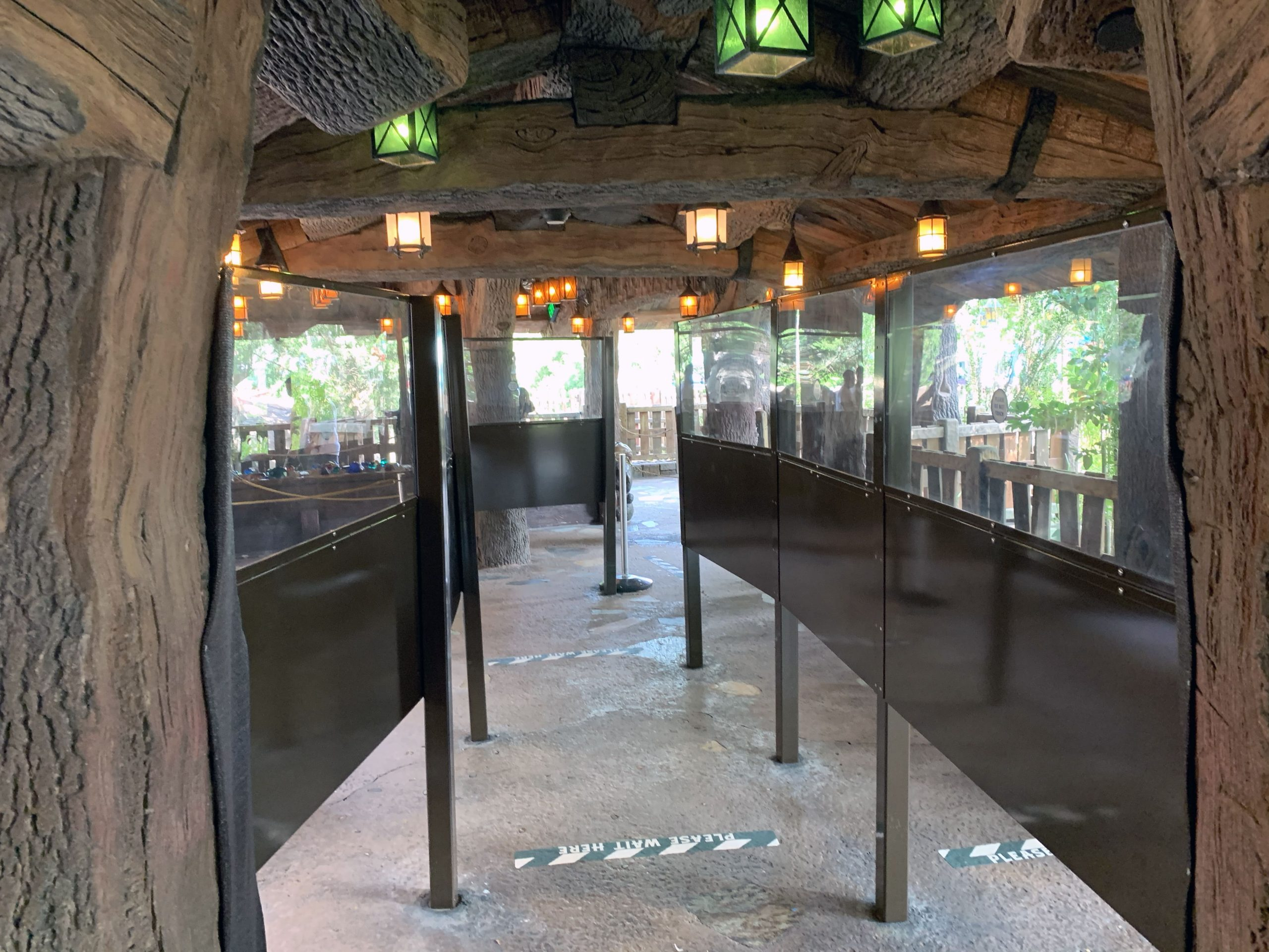 Plexiglass barriers in waiting queue at Walt Disney World