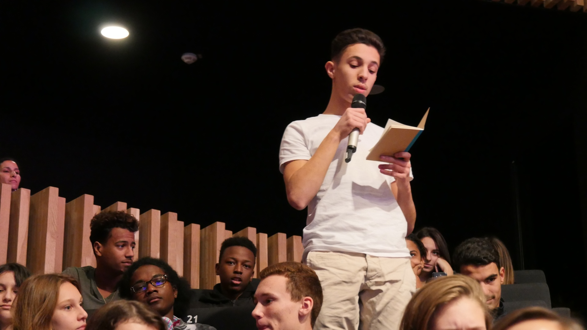 Intervention d'un lycéen lors du débat