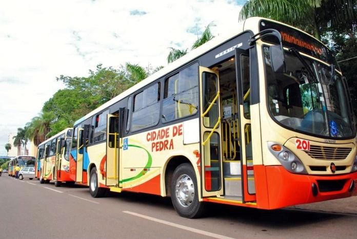 Empresa concessionária do transporte coletivo demite cerca de 150 motoristas de ônibus
