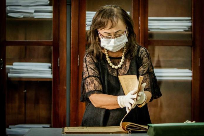 Aos 70 anos, historiadora é responsável pela transcrição de documentos históricos